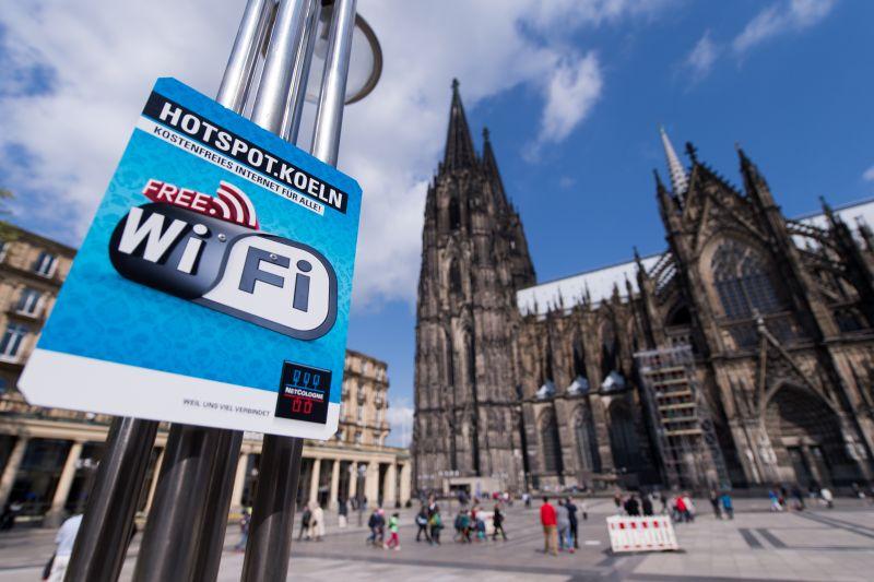 Mit der Vernetzung des Domvorplatzes im Herzen Kölns gestartet umfasst das kostenfreie WLAN Netz heute mit über 850 Hotspots viele publikumsstarke Plätze, darunter beispielsweise Heumarkt, Neumarkt, Alter Markt und Rheinboulevard. - copyright: Marius Becker / NetCologne