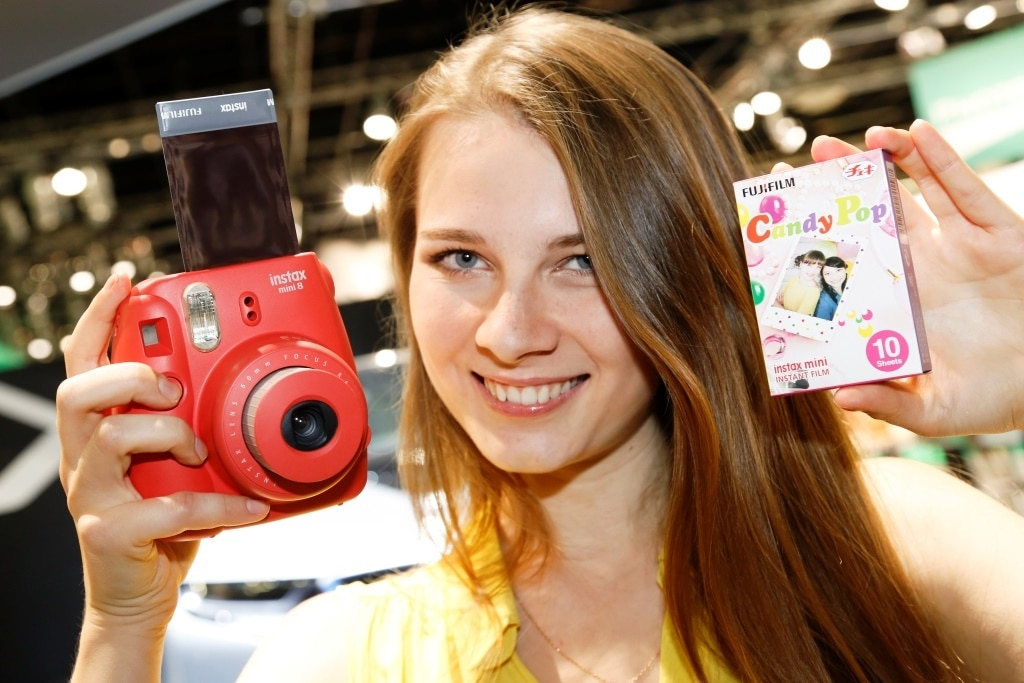Ein neuer Trend zur analogen Fotografie, zum Sofortbild und zu Fotografien zum Anfassen wiurde auf der photokina bei vielen Ausstellern sichtbar. - copyright: Koelnmesse