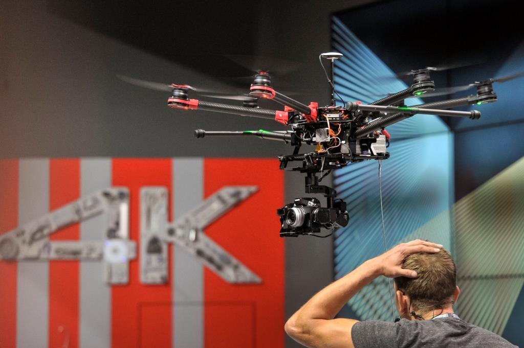 Auf einem Drohnenparcours können die Besucher selber Testflüge ausprobieren. copyright: Koelnmesse