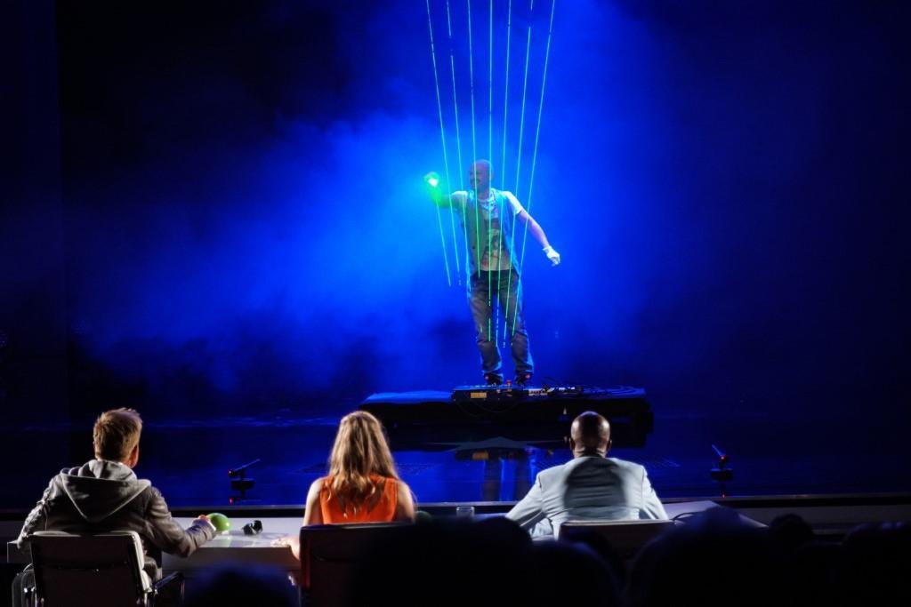 """Ralf Schink aus Berlin mit seiner Laserharfe.   Alle Infos zu """"Das Supertalent"""" im Special bei RTL.de: http://www.rtl.de/cms/sendungen/das-supertalent.html - Foto: RTL / Stefan Gregorowius"""