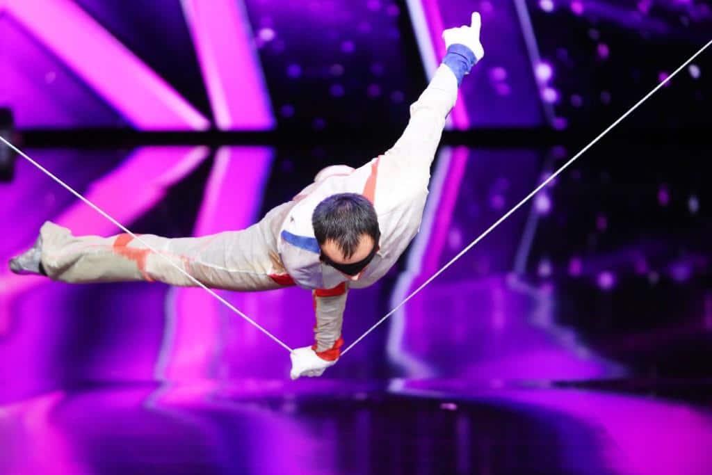 """Taras Hoi aus der Ukraine präsentiert Akrobatik auf dem Schleppseil.   Alle Infos zu """"Das Supertalent"""" im Special bei RTL.de: http://www.rtl.de/cms/sendungen/das-supertalent.html - Foto: RTL / Stefan Gregorowius"""