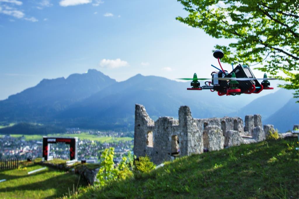 Drohnen-Rennen sind der neue Trendsport in Europa. copyright: Matthias Glaetzle