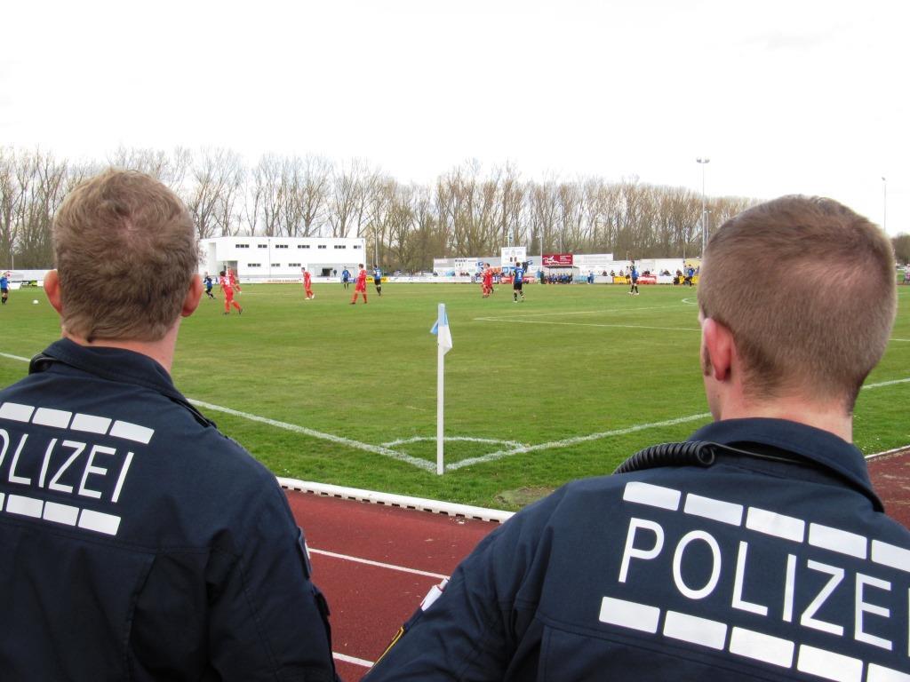 """Nicht der erste Vorfall von sogenannten """"Fans"""" des 1. FC Köln - copyright: SCHAU.MEDIA / pixelio.de"""