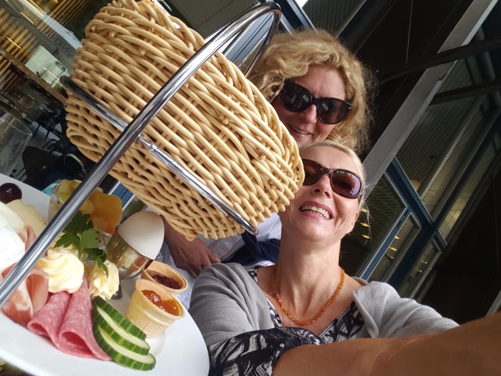 Am Morgen gab es ein ausgiebiges Katerfrühstück. copyright: CityNEWS