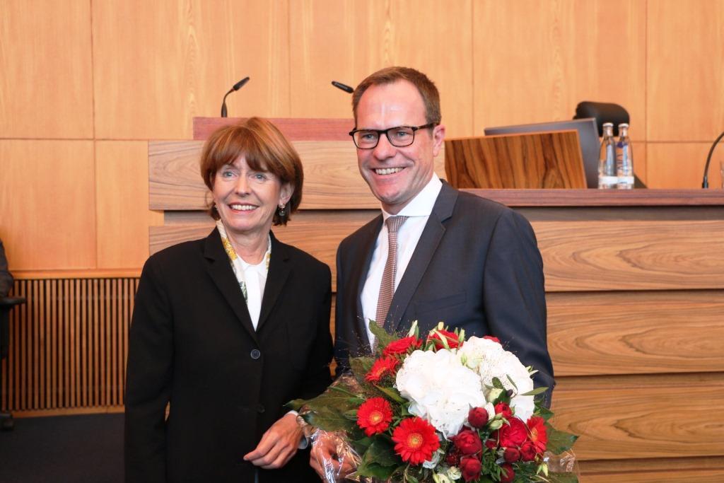 Kölns neuer Stadtdirektor Dr. Stephan Keller mit Oberbürgermeisterin Henriette Reker - copyright: Stadt Köln / Costa Belibasakis