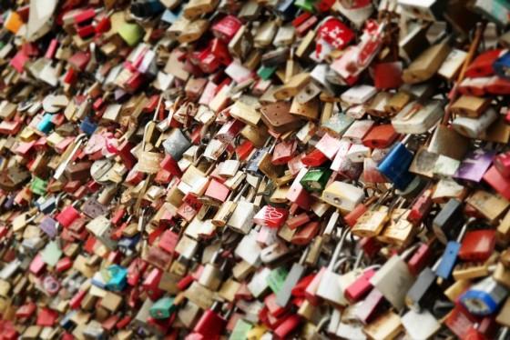 Das Phänomen Liebesschlösser an der Hohenzollernbrücke in Köln - copyright: pixabay.com