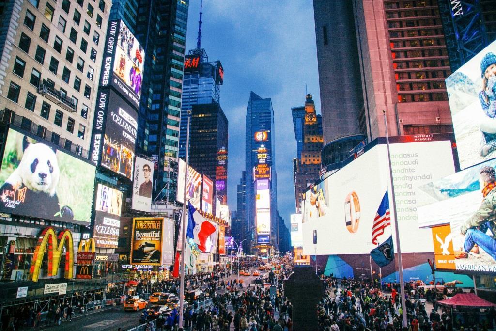Tagtäglich werden Menschen mit einer Unmenge und Werbung bombardiert und langsam wird man immun gegen langweilige, platte Werbebotschaften. Hier setzt das Guerilla Marketing an. copyright: pixabay.com