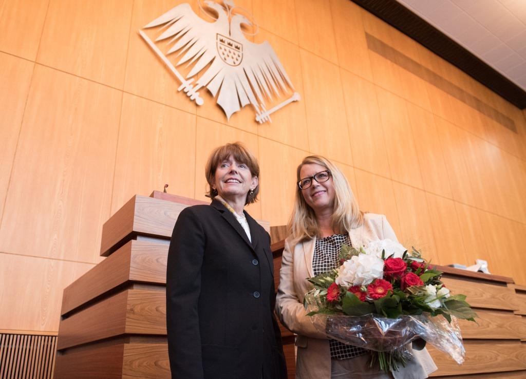 Kölns neue Verkehrsdezernentin Andrea Blome mit Oberbürgermeisterin Henriette Reker - copyright: Stadt Köln / Costa Belibasakis