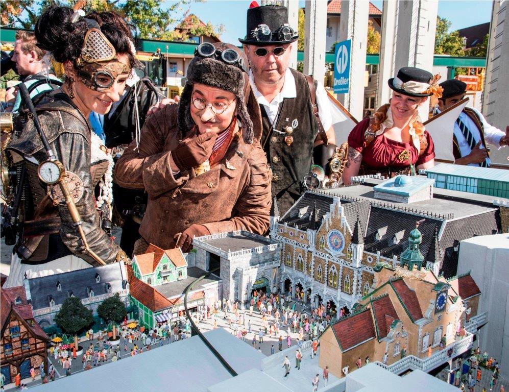 """Im neu eröffneten """"Preview Center"""" in der """"Deutschen Allee"""" geben zahlreiche Modelle und Grafiken einen informativen Einblick in die teuerste Einzel-Attraktion in der Geschichte des Europa-Park. - copyright. Europa-Park"""
