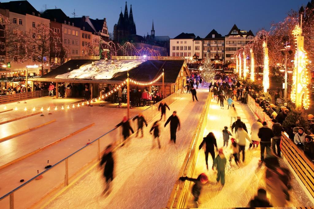 Größte innerstädtische Open Air-Eisbahn Deutschlands - copyright: Weihnachtsmarkt Kölner Altstadt
