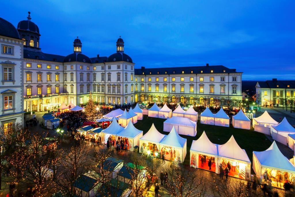 Das Grandhotel Schloss Bensberg lädt ein zum diesjährigen Weihnachtsmarkt - copyright: Althoff Grandhotel Schloss Bensberg/ Ulrik Eichentopf