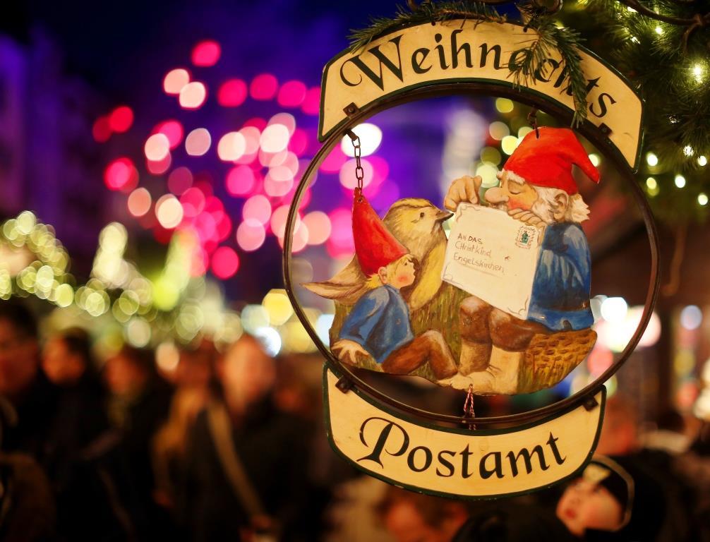 Wer seine Weihnachtspost mit einer einzigartigen Marke schmücken möchte, kann auch in diesem Jahr die limitierten Heinzel-Briefmarken erstehen. - copyright: Weihnachtsmarkt Kölner Altstadt