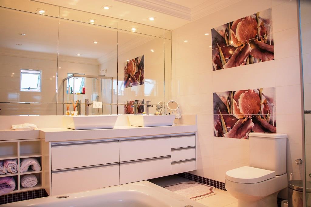 Badezimmer-Trends: Mit Mut zur Farbe in Richtung Wohlfühloase