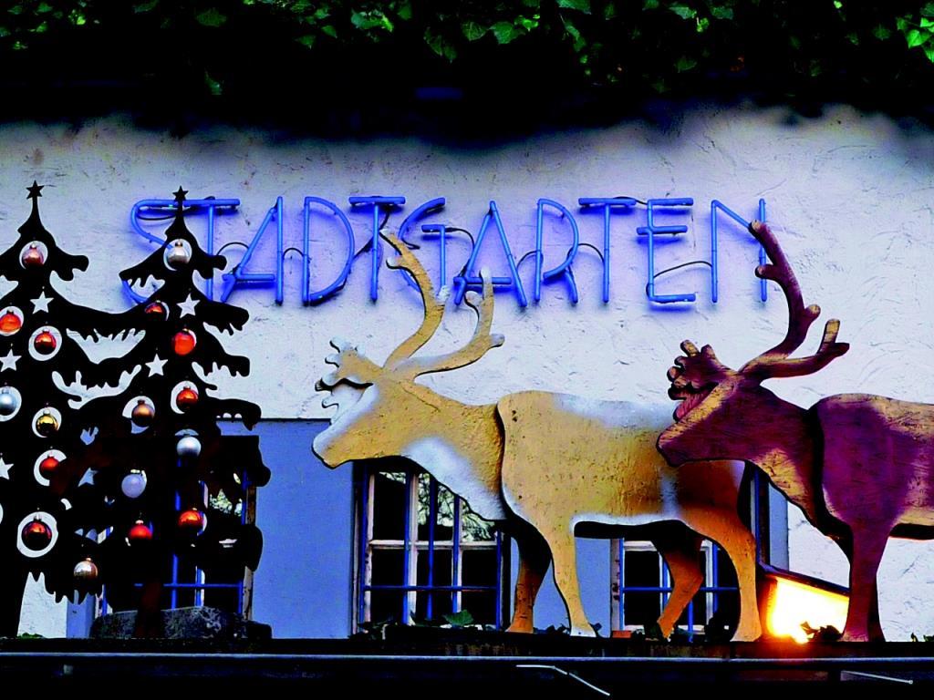 Der gemütliche Weihnachtsmarkt im Stadtgarten liegt in Kölns ältestem Park. Bei Live-Jazz und Bio-Glühwein wird man hier fündig auf der Suche nach dem ausgefallenen, besonderen Geschenk. - copyright: Stadtgarten GmbH