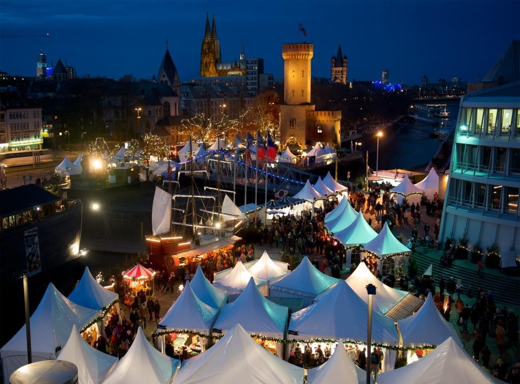 Vor malerischer Kulisse direkt am Rhein wird der Kölner Hafen-Weihnachtsmarkt am Schokoladenmuseum auch in diesem Jahr das weihnachtliche Köln wieder um eine maritime Facette bereichern. - copyright: Kölner Hafen-Weihnachtsmarkt