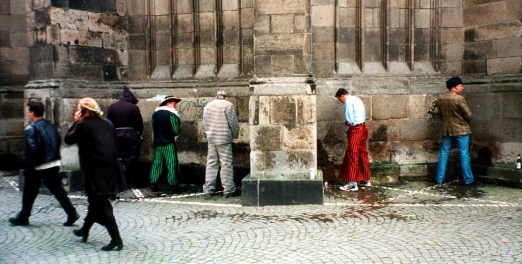Wie in den vergangenen Jahren musste der Ordnungsdienst auch gegen das Urinieren in der Öffentlichkeit vorgehen. - copyright: Dieter Poschmann / pixelio.de