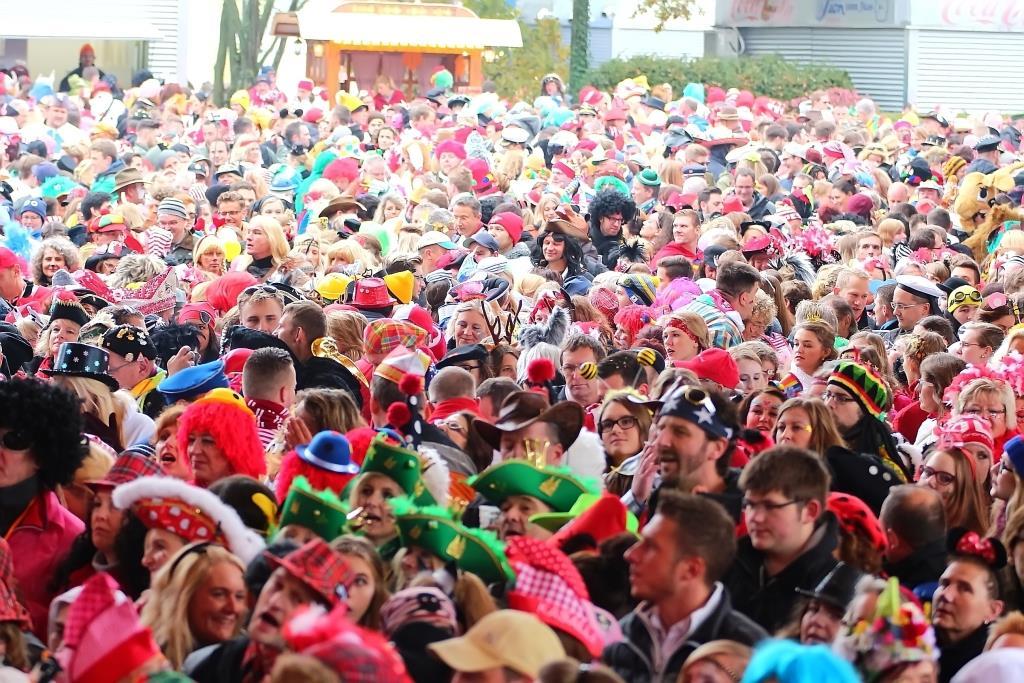 Die Sessionseröffnung in Bildern: Große Foto-Galerie zur Karneval-Eröffnung am 11.11.2016 in Köln - copyright: CityNEWS / Thomas Pera