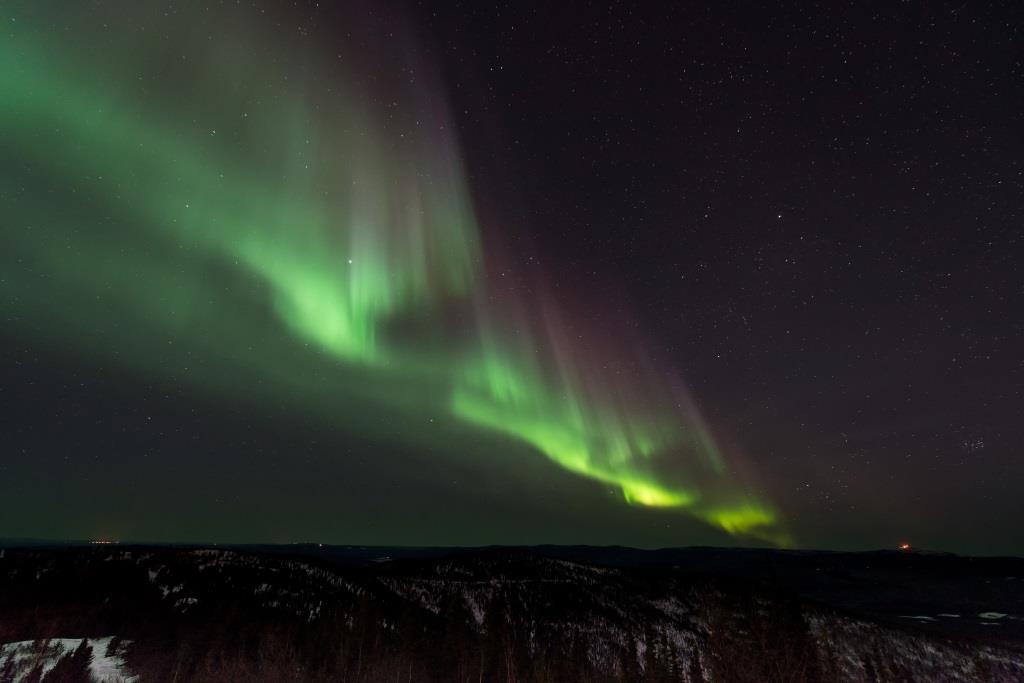 Island steht für abgelegene menschenverlassene Landstriche, Vulkane, heiße Quellen und Polarlichter. - copyright: pixabay.com
