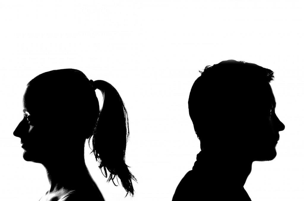 Die Suche nach Abwechslung ist der Hauptgrund, um sich außerhalb der Beziehung nach anderen Menschen umzusehen und den Partner zu betrügen. - copyright: pixabay.com