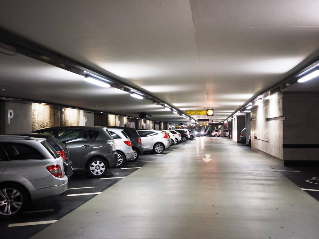 Wer mit dem Auto nach Köln anreist, sollte eines der Parkhäuser anfahren. copyright: pixabay.com