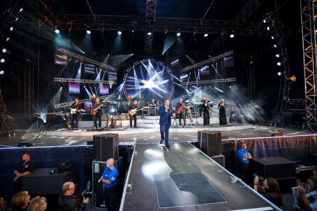 """Die Live-Tour zum neuen Album """"Auf den Kopf gestellt"""" von Roland Kaiser! - copyright: Toni Kretschmer"""