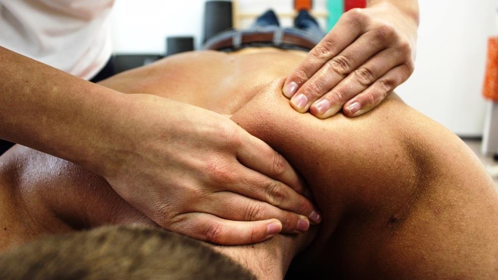 Rückenschmerzen: Ärzte und Patienten reagieren oft übertrieben - copyright: pixabay.com