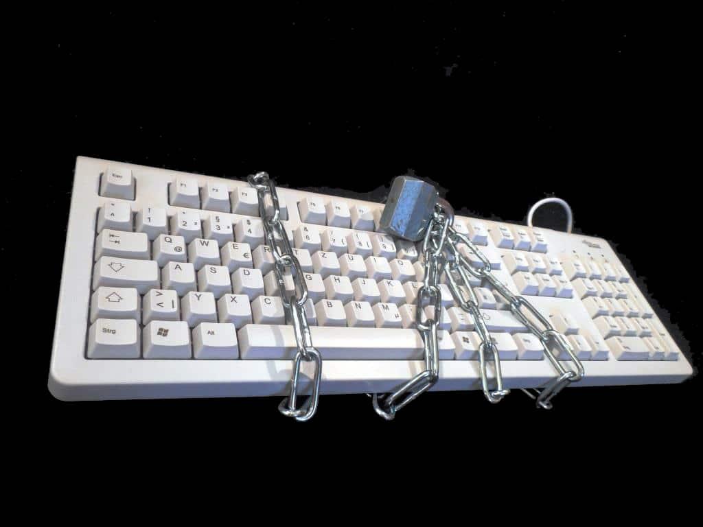 Datenschutz: Junge Nutzer sorgen sich um Privatsphäre und Schutz von privaten Daten im Internet - copyright: pixabay.com