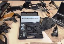 Spezialeinsatzkommando (SEK) durchsucht Waldgelände in Köln-Holweide und findet zahlreiche Waffen und Drogen - copyright: Polizei Köln