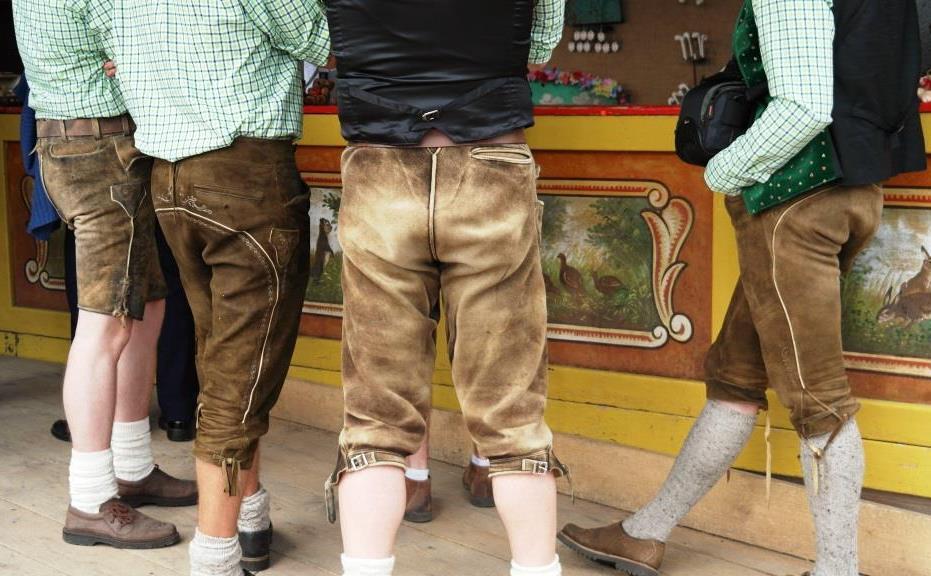 Socken, Hosenträger und Westen: Trachten-Mode für den Mann vereint Modernes mit Tradition - copyright: pixabay.com