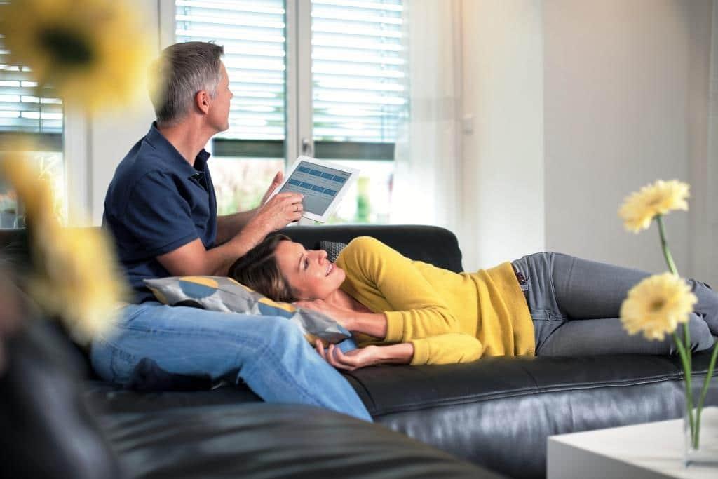 Das Zuhause per App steuern? Smart Home macht es möglich! copyright: devolo AG / Matthias Capellmann