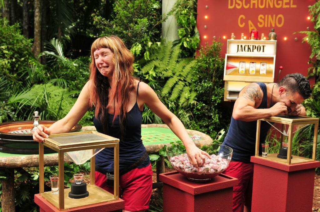 """Tag 12 im Dschungelcamp: Hanka und Marc im Dschungel-Casino - Briefe der Liebsten - Honey ist raus! - Foto: RTL / Stefan Menne <a href=""""http://www.rtl.de/cms/sendungen/ich-bin-ein-star.html"""" title=""""Alle Infos zu Ich bin ein Star - Holt mich hier raus! im Special bei RTL.de"""" target=""""_blank"""" rel=""""nofollow"""">Alle Infos zu Ich bin ein Star - Holt mich hier raus! im Special bei RTL.de</a>"""
