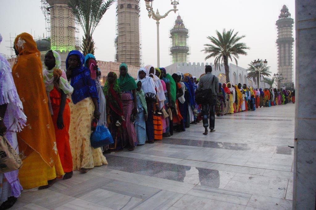 Muslimische Pilgerinnen in der heiligen Stadt Touba, Senegal. - Foto: Beate Schneider
