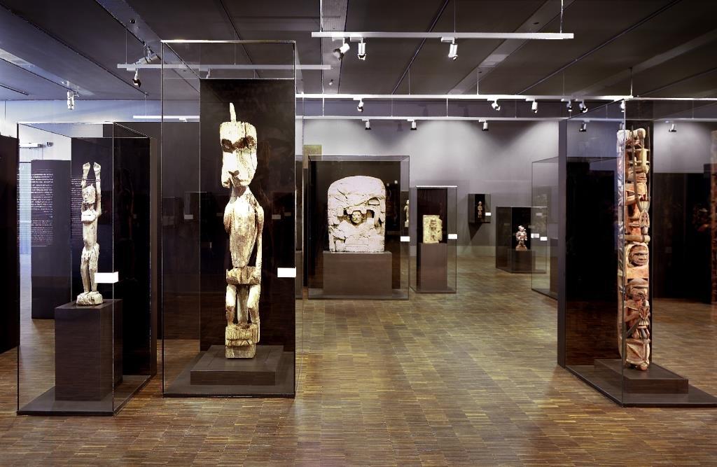 Heute umfasst der Bestand rund 60.000 Objekte und 100.000 historische Fotografien aus Ozeanien, Afrika, Asien und Amerika sowie eine umfangreiche Fachbibliothek. - copyright: Martin Claßen und Arno Jansen, Köln