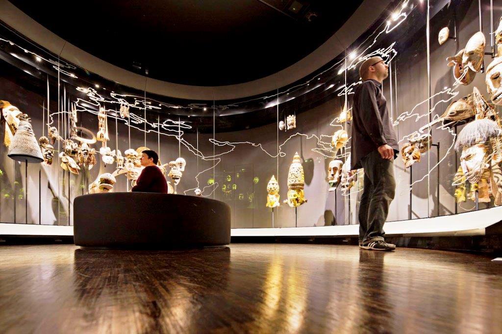 3.600 Quadratmeter Ausstellungsfläche laden zu einer ebenso verblüffenden wie erkenntnisreichen Entdeckungsreise ein. - copyright: Atelier Brückner / Michael Jungblut