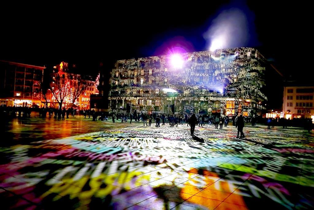 Projektionen und Lichteffekte auf der Domplatte am Roncalliplatz - copyright: CityNEWS / Thomas Pera