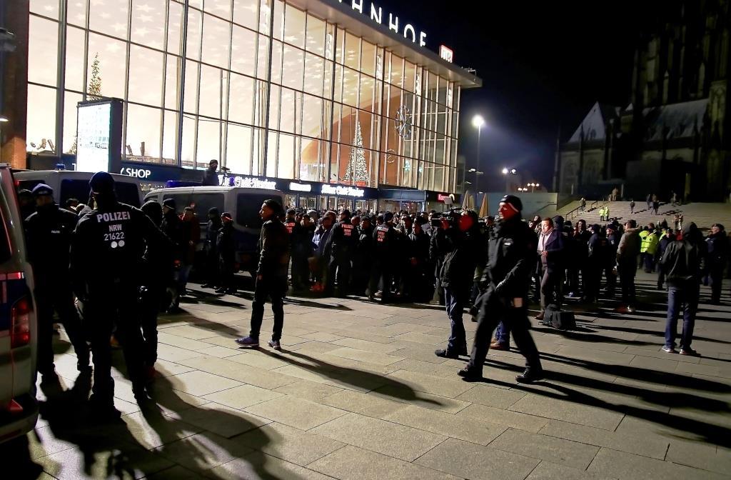 """Besonders ins Visier der Polizisten wurden wie erwartet die sogenannten """"Nafris"""" genommen. - copyright: CityNEWS / Thomas Pera"""