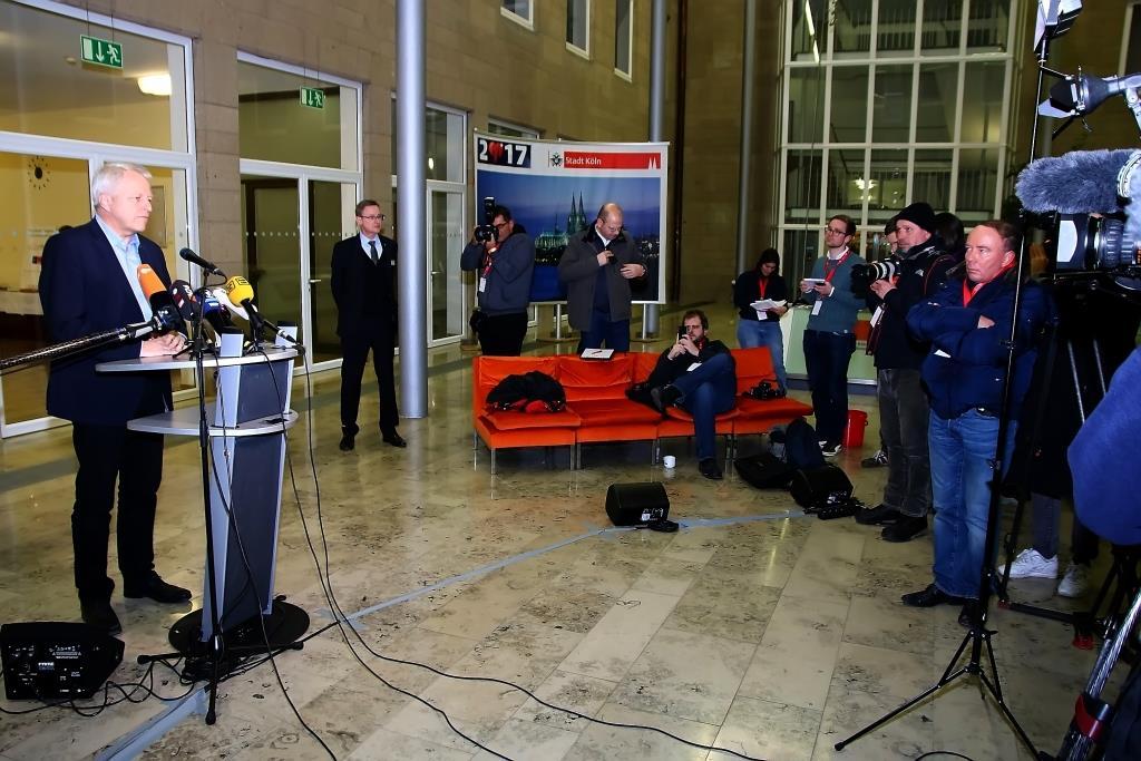 Kölns Polizeipräsident Jürgen Mathies stellte auf der Abschluss-Pressekonferenz neue Zahlen aus der Silvester-Nacht vor. - copyright: CityNEWS / Thomas Pera