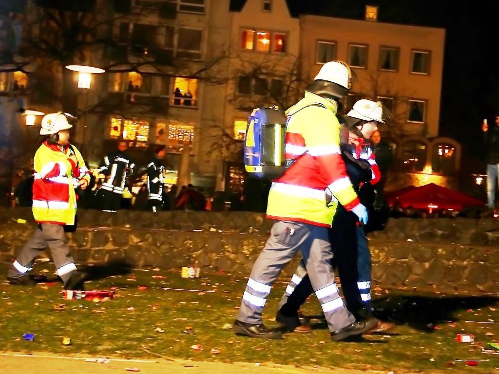 Einsatzbilanz der Kölner Feuerwehr und Rettungsdienst zum Jahreswechsel 2016 / 2017 - copyright: CityNEWS / Thomas Pera