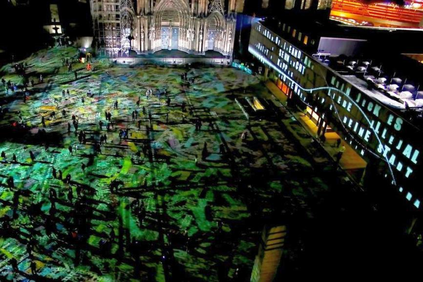 Projektionen, Musik und Atmosphäre vor dem Kölner Dom - copyright: CityNEWS / THomas Pera
