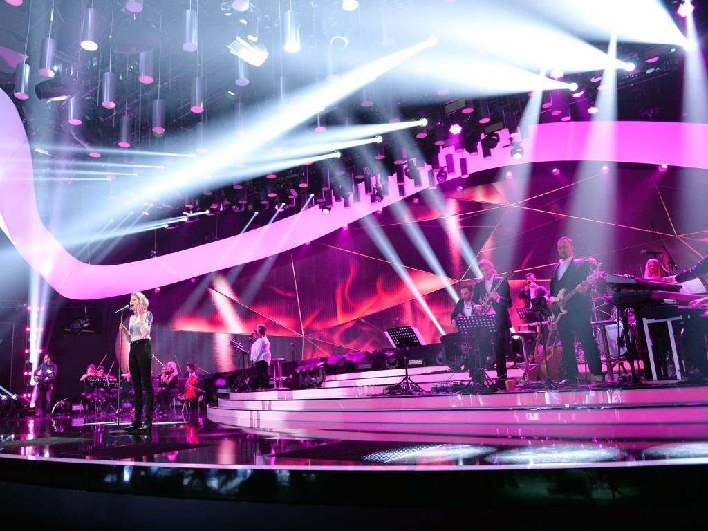 """Der Siegertitel """"Perfect Life"""" wurde von den amerikanischen Song-Schreibern Lindy Robbins, Dave Bassett und Lindsey Ray geschrieben und gewann mit 69 % der Stimmen. - copyright: NDR / Willi Weber"""