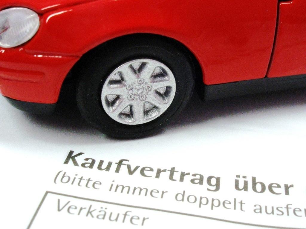 Wichtige Tipps zum Gebrauchtwagen-Kauf - copyright: Claudia Hautumm / pixelio.de