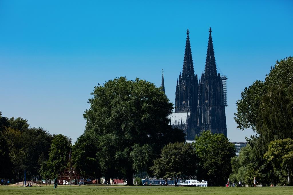 Zwischen Bimmelbahn und Kultur: Der Rheinpark - copyright: CityNEWS / Alex Weis