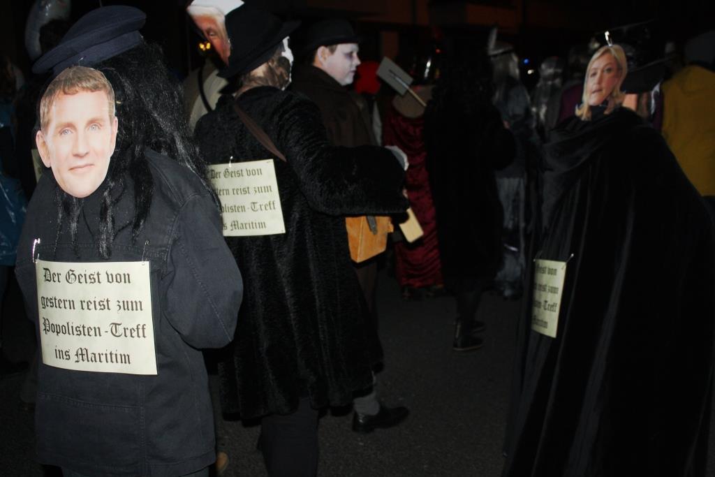 Der Geisterzug präsentierte sich auch in diesem Jahr wieder karnevalistisch, aber auch politisch. - copyright: CityNEWS / Christian Esser