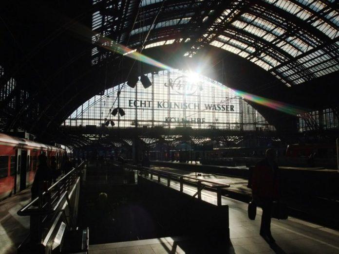 Der Schriftzug begrüßt die Reisenden am Kölner Hauptbahnhof. copyright: pixabay.com