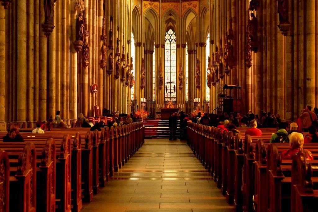 Gottesdienste im Kölner Dom sind nur unter strengen Abstands- und Hygieneregeln durchführbar. copyright: pixabay.com