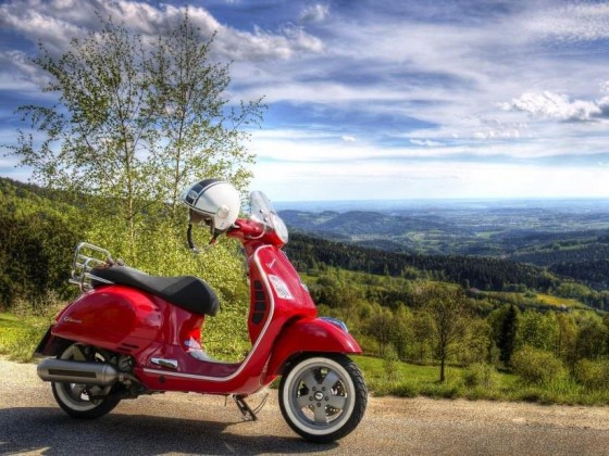 Wer sein Kleinkraftrad demnächst aus dem Winterschlaf holt, sollte auf ein gültiges Versicherungskennzeichen achten! - copyright: pixabay.com