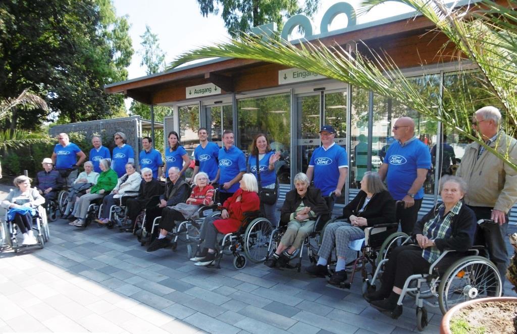 Ford Freiwillige besuchen mit Senioren der Sozial-Betriebe-Köln den Kölner Zoo. - copyright: Ford-Werke GmbH