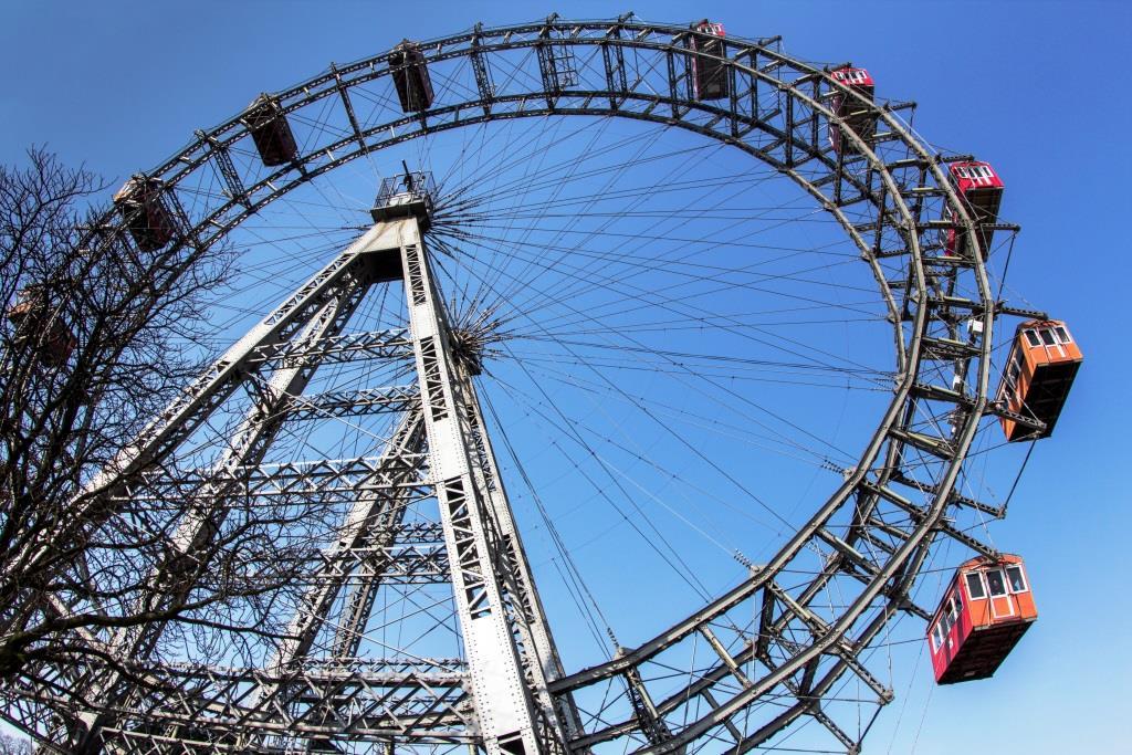 Wien heißt für Touristen und Städtereisende in erster Linie Schloss Schönbrunn und Stephansdom, das Riesenrad im Prater und den Tag beim Heurigen ausklingen lassen. - copyright: pixabay.com