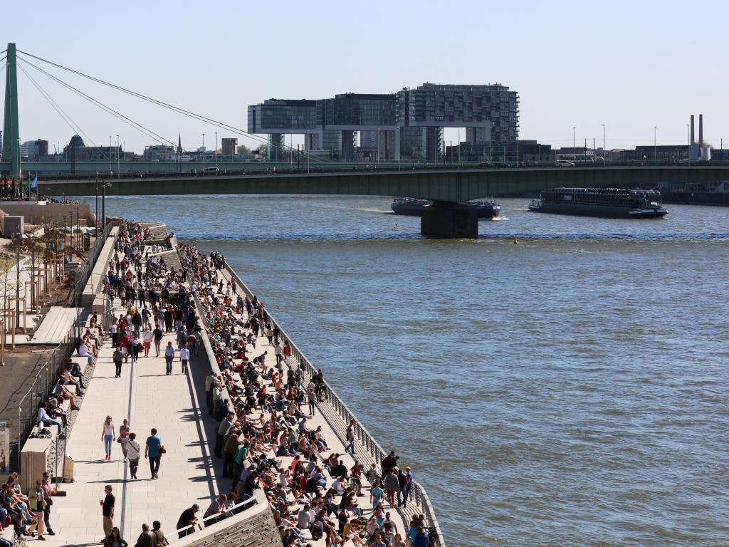 Rheinboulevard Köln: Vom Schmuckstück zur No-Go-Area? Stadt Köln reagiert mit Shihsa-Verbot und Sicherheits-Maßnahmen! - copyright: CityNEWS / Alex Weis