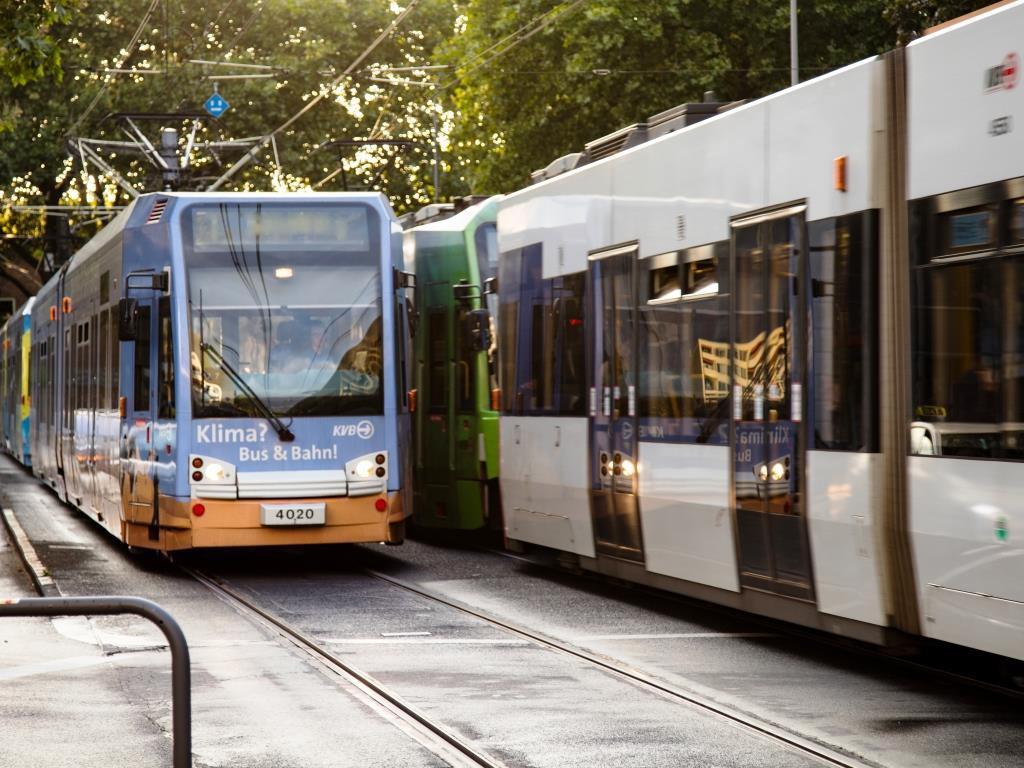 Mit Bus und Bahn unterwegs zum CSD in Köln - copyright: CityNEWS / Alex Weis